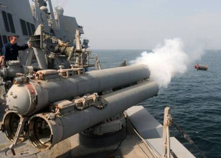 A torpedo is fired from the Mk-32 triple torpedo tubes. A magazine for over 20 torpedoes is present under the deck.