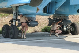 Fixing KAB-500S guided bombs to a Sukhoi Su-34 at Latakia