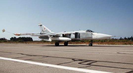 A Su-24 strike aircraft lands at the Khmeimim airbase in Syria. Photo : Dmitriy Vinogradov/RIA Novosti