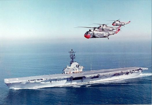 SH-3A_Sea_Kings_of_HS-6_flying_over_USS_Kearsarge_(CVS-33)_c1963